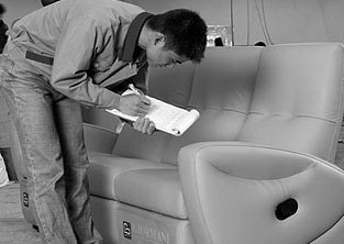 Besides our in-house label, KELVIN GIORMANI, we also develop different quality control standards with different brands of sofas produced in our factory according to their requirements.